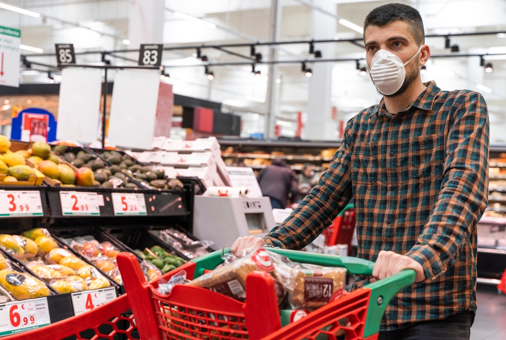 man shopping in grocery store wearing protective mask