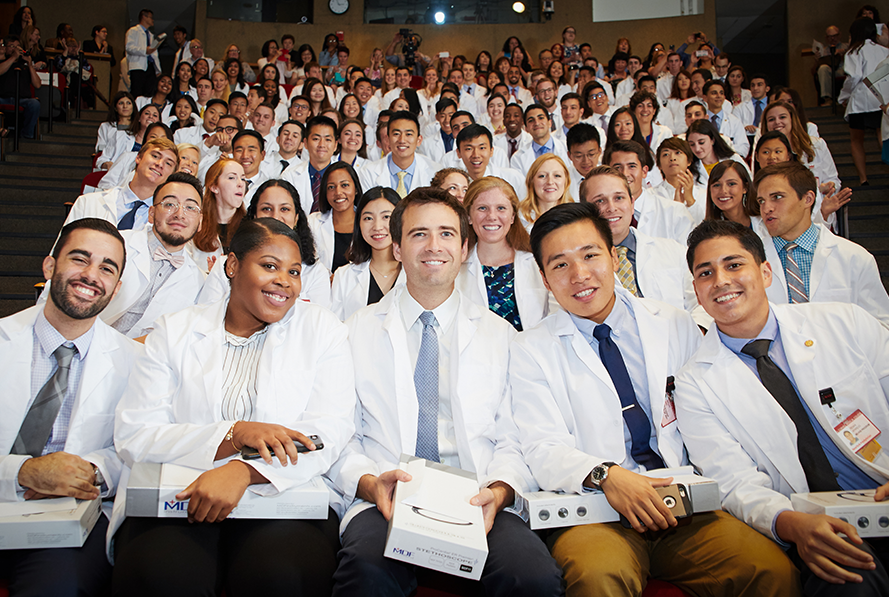Group photo of Weill Cornell Medical College's Class of 2021.